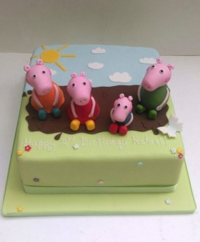 Peppa Pig and her Family in a Muddy Puddle!
